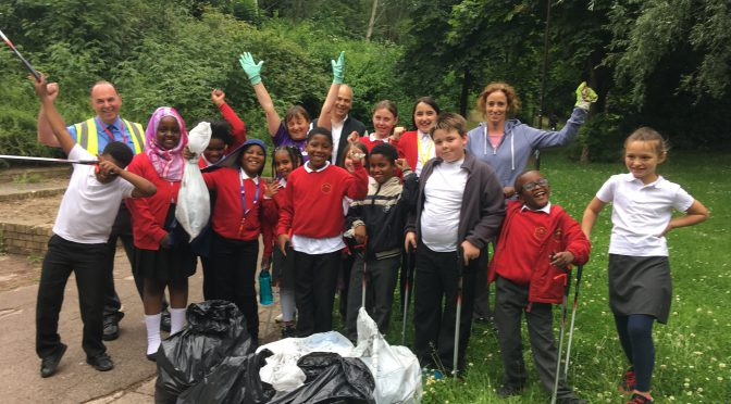 Dentons LLP staff help pupils take on Jubilee Wood redway – 13.6.17