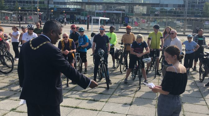 Cyclists rally to Mayor and Council Leader
